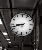 Public clock In a railway station — Стоковое фото