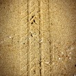 Tire tracks on sand — 图库照片