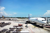 An aircraft parking at Changi airport — Stock Photo