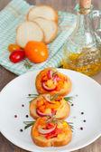 Bruschetta met verse tomaten — Stockfoto