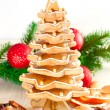 Gingerbread christmas tree.Gingerbread cookies stacked as christ — Foto de stock #37016881