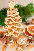Galletas de jengibre navidad tree.gingerbread apilan como cristo — Foto de Stock