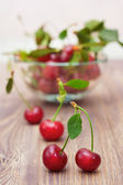 Ripe juicy cherries in a glass bowl — Stock Photo
