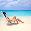 Young woman relaxing on seven mile beach on the island of Grand Cayman — Stock Photo