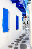 Narrow street in Mykonos — Stock Photo