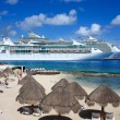 Cruise ships in the Caribbean — Stock Photo
