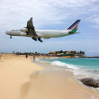 Jet landing over the beach in the Caribbean — Stock Photo