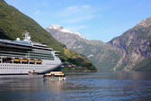 Cruise ship at anchor in Geiranger fjord — Stock Photo
