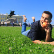 Tourist having a snack in Saint Petersburg — Stock Photo