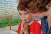 Little boy praying before a meal — Stock Photo
