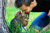 Tabby cat and its owner — Stock Photo