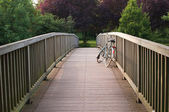 Bicicleta en un puente — Foto de Stock