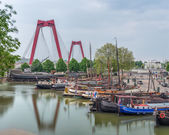 Bridge and boats in Rotterdam — Stock Photo