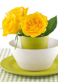 Plate and glass of colored bamboo and yellow rose — Stockfoto