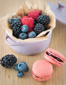 Macarons and berry fruits — Stock Photo