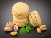 Macaroons with pistachio — Stock Photo
