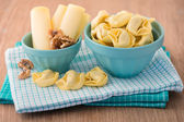 Bowl of tortellini homemade with cheese and walnuts — Stockfoto