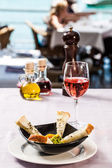 Guacamole and wine — Stock Photo