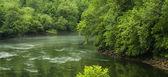 Městě chattahoochee řeky pod přehradou buford v ga — Stock fotografie