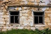 Broken window on the wall — Stock Photo