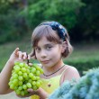Child eats grape — Stock Photo