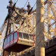Cableway from Manhattan to Roosevelt Island. — Стоковая фотография