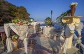 Romantic decoration of table for two on the sea shore. — Stock Photo