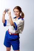 Giovane donna con fotocamera — Foto Stock