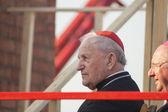 Roman Catholic Cardinal in kamelaukion while Minsk Catholic church opening prior Cardinal Tarcisio Bertone arrival — Stockfoto