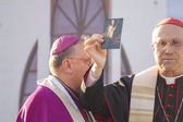 Roman Cardinal Tarcisio Bertone on opening of newly built Minsk Catholic church — Stock Photo