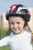 年轻女孩溜冰者以外的正面肖像 — 图库照片