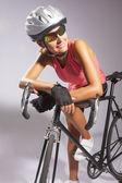 Young female sportswoman with old school singlespeed race bike — Stock Photo