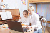 Mother and Daughter Together Working — Foto Stock