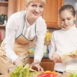 Caucasian Mother and Teenage Daughter Preparing Vegetables For — Stock Photo