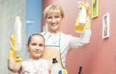 Mother and Daughter doing Tidy Up Together — Stock Photo