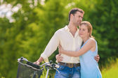 Romantic Relationships. Young Relaxing Couple in The Park Togeth — Stockfoto