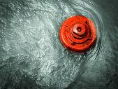 гидрант в воде — Стоковое фото
