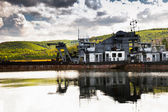 Old abandoned ship in dock reflection in water — ストック写真
