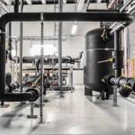 refrigerador industrial isolado de tubos e vasos — Foto Stock