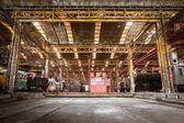 工业内部的车辆维修站 — 图库照片