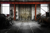 Old metal gate in vehicle repair station — Foto Stock