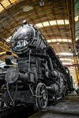 Stará lokomotiva parkování v železniční hřbitov — Stock fotografie