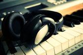 Piano keyboard with headphones — Stock Photo
