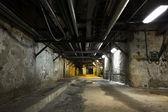 Dentro de un antiguo edificio industrial, sótano — Foto de Stock