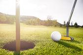 ゴルフ ・ ボール、穴 — ストック写真