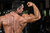 Male bodybuilder showing his biceps — Stock Photo