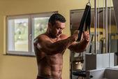 Shirtless bodybuilder preparing for his exercise — Stock Photo