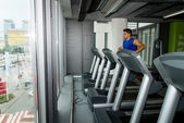 Man running on treadmill — Stock fotografie