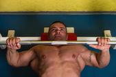 Levantamiento de pesas — Foto de Stock