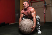 Bodybuilder Trying To Pick Up A Stone — Stock Photo